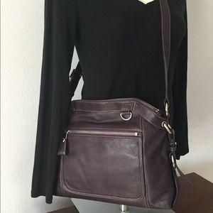 🆕 NWOT Levenger Plum Leather Crossbody Handbag